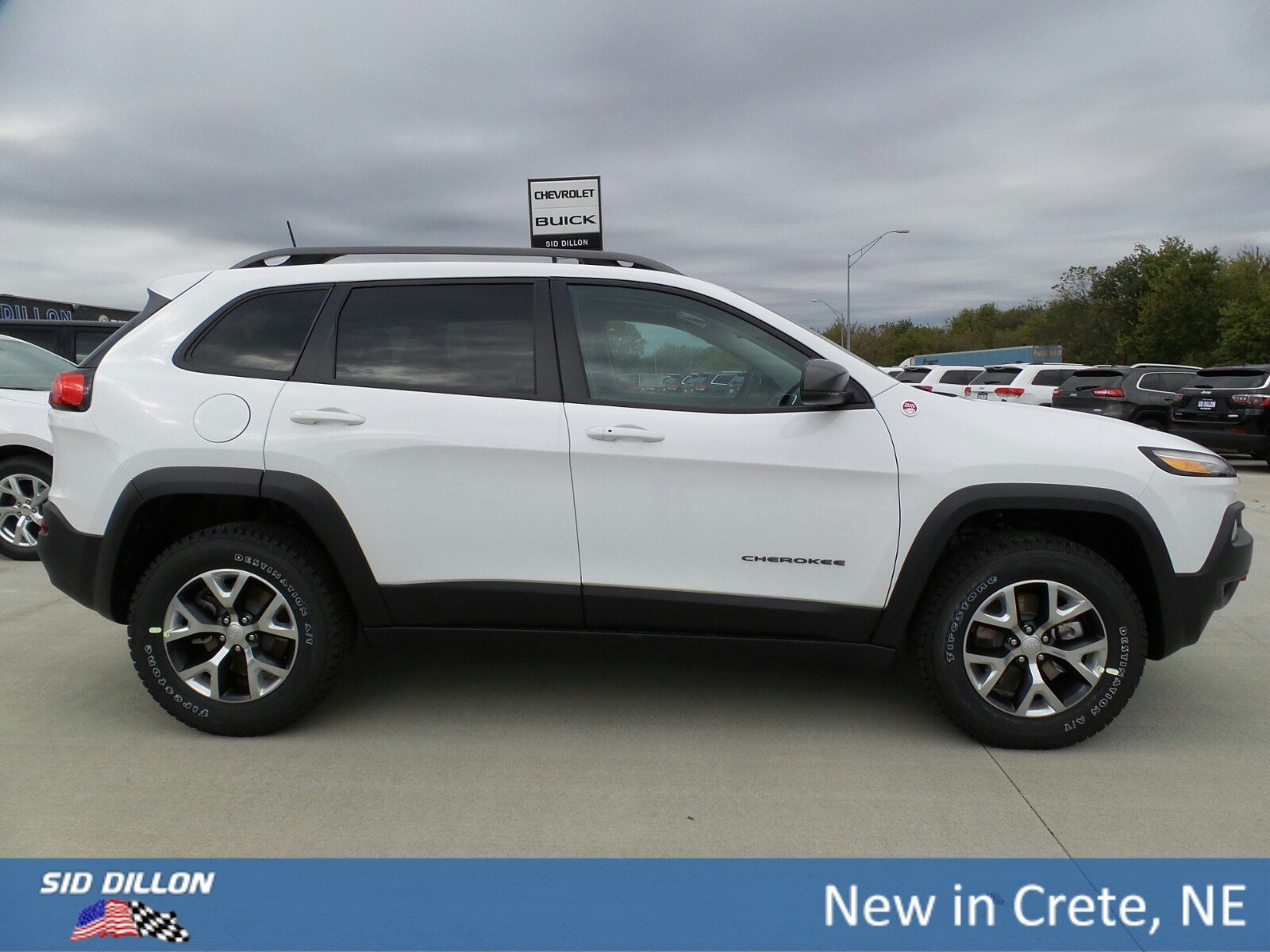 New 2018 Jeep Cherokee Trailhawk SUV in Crete 6D1517