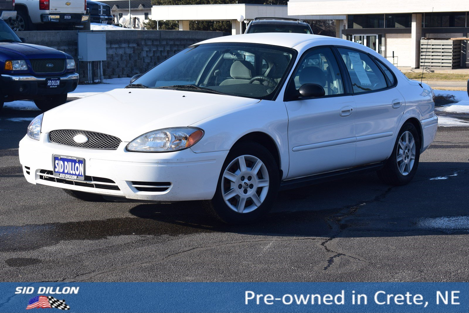 Pre-Owned 2006 Ford Taurus SE
