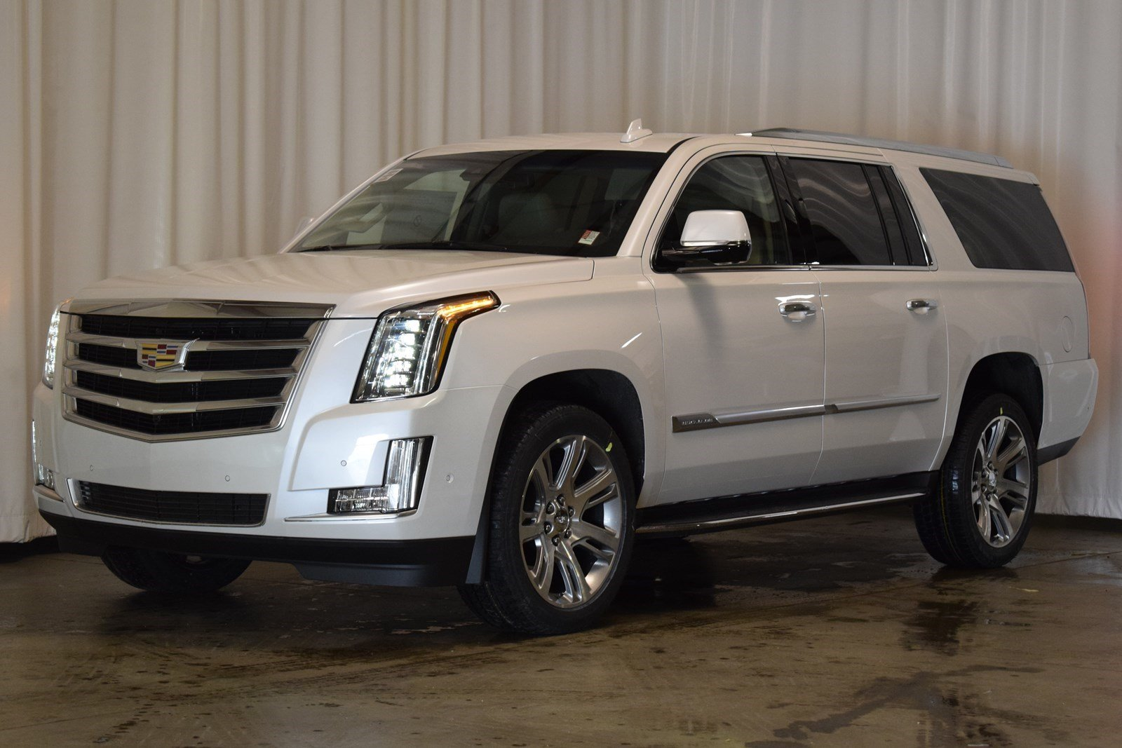 awd certified used camera srx cadillac suv detail navigation performance