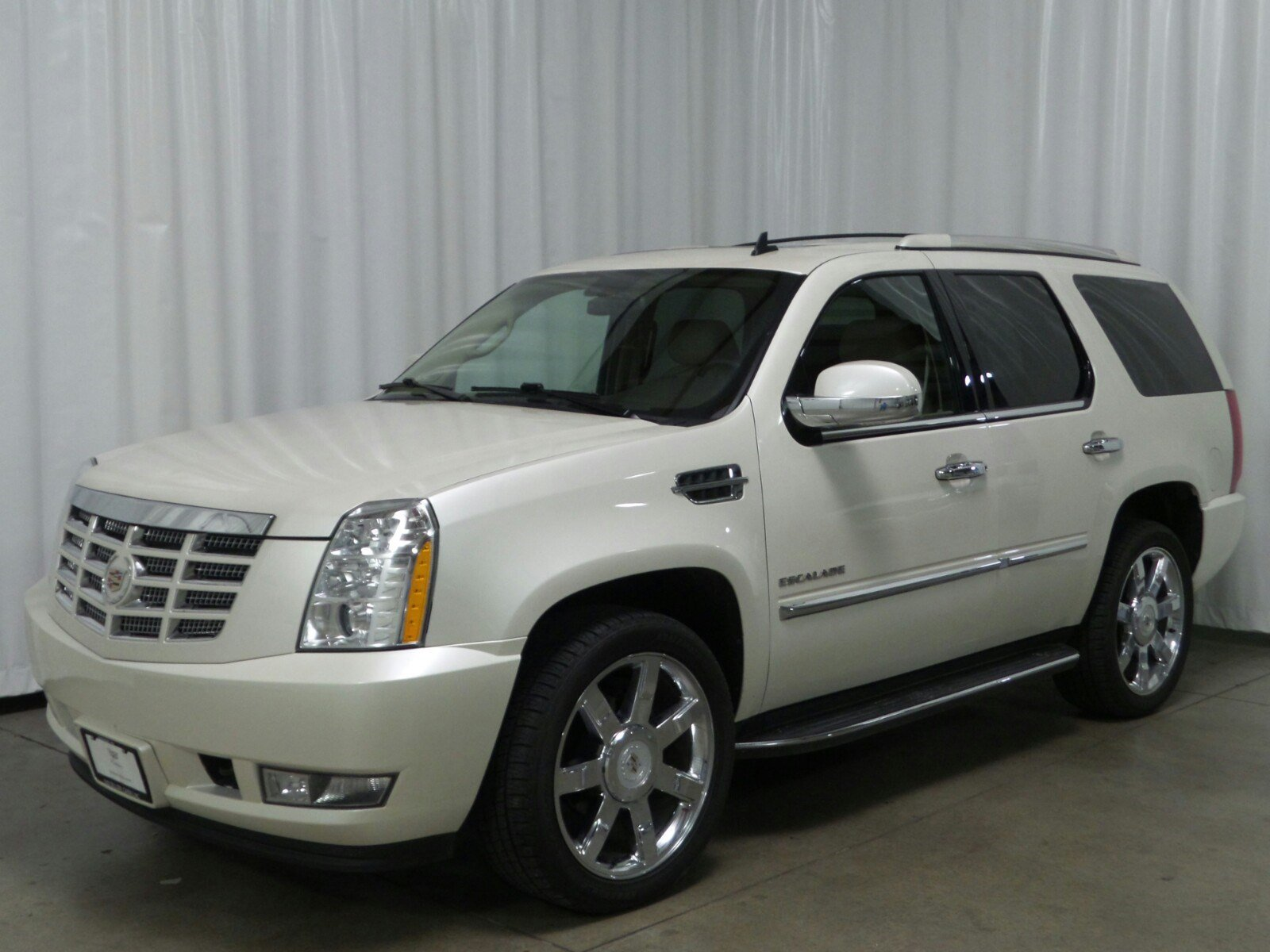 pre owned 2010 cadillac escalade luxury suv in fremont 2u14861 sid dillon auto group. Black Bedroom Furniture Sets. Home Design Ideas