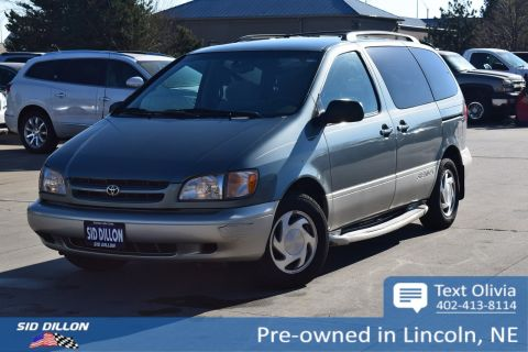 Pre-Owned 2000 Toyota Sienna LE