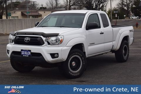 Pre-Owned 2014 Toyota Tacoma ACC CAB 4WD V6 AT